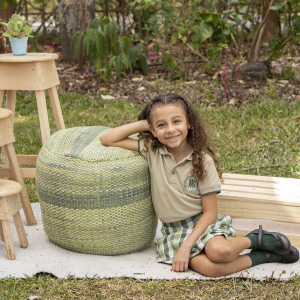 foto niña kinder tercer grado estuadiante aire libre