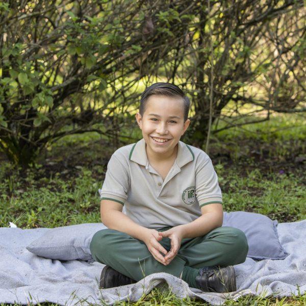 foto escolar niño aire libre cuarto año