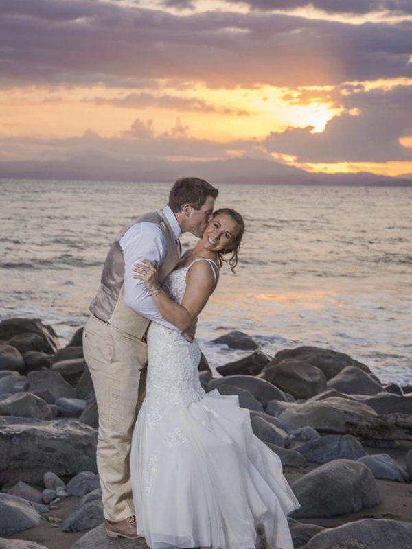 sesion de novios boda destino hilton puntarenas playa costa rica atardecer