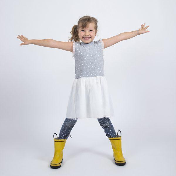 foto nila kinder treehouse montessori centro educativo botas amarillas