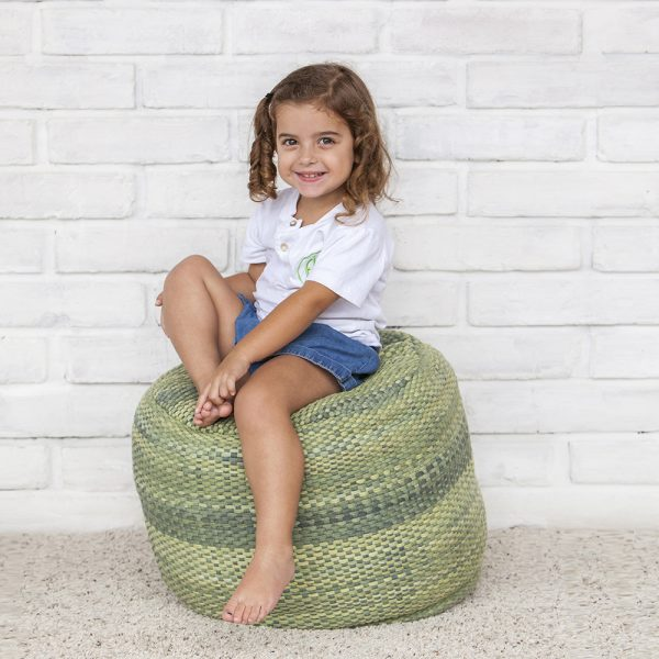 foto niña kinder fili montessori pared de ladrillos
