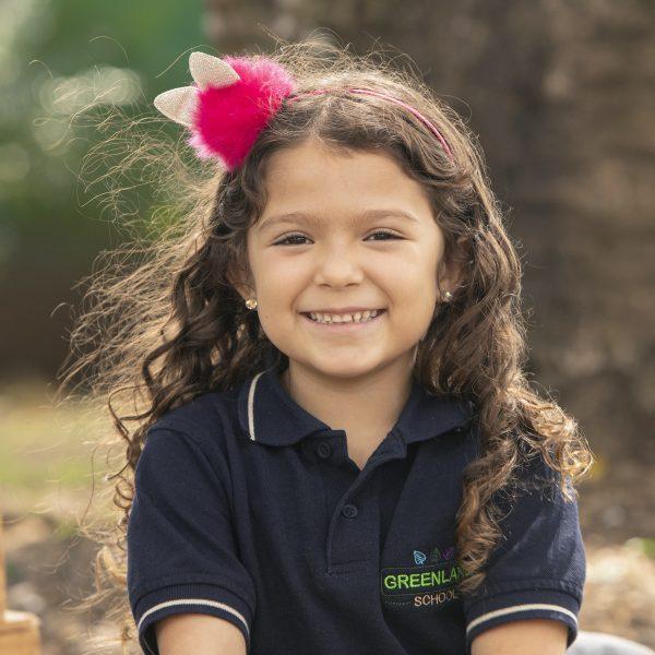 foto niña escula greenland montessori colegio kinder uniforme
