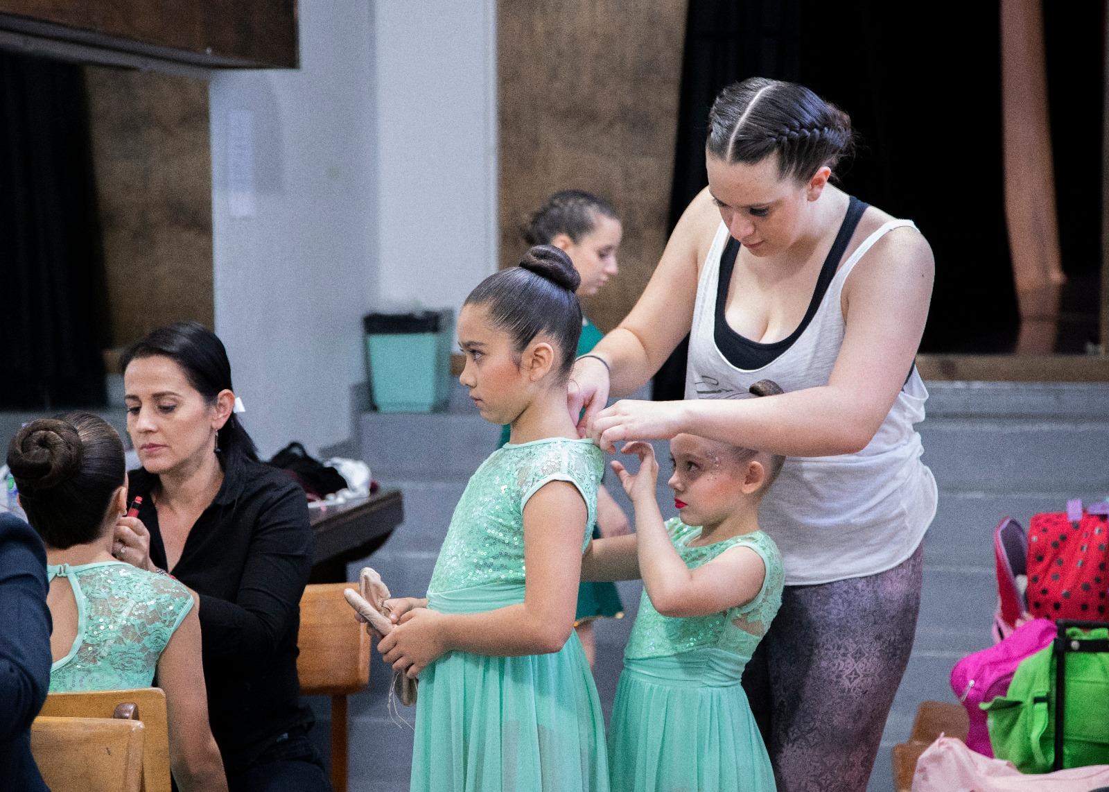 teacher and little dancers