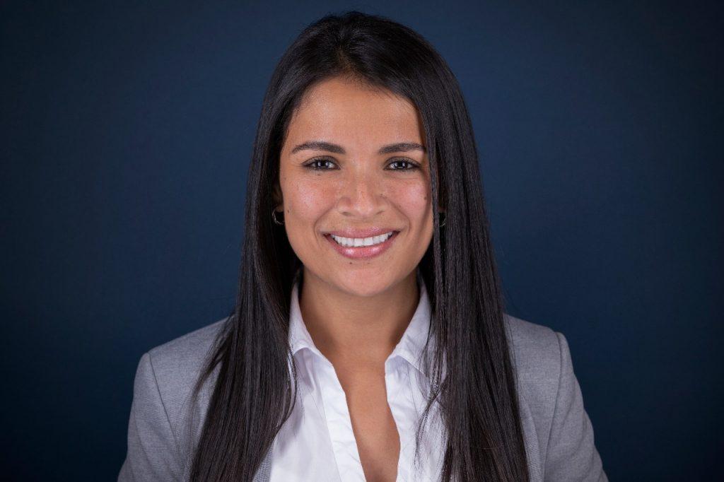 headshot businesswoman