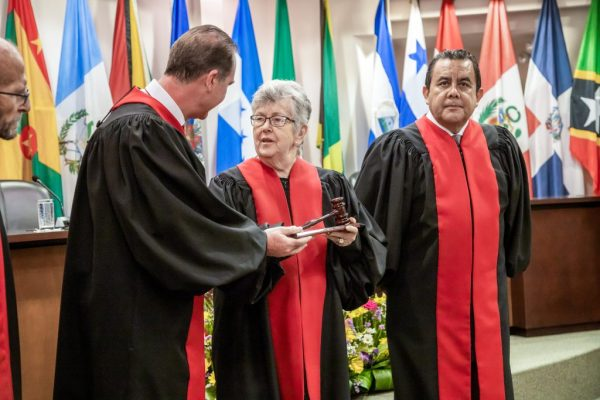 fotografia corte interamericana de derehos humanos diplomaticos traje presidente costa rica carlos alvarado