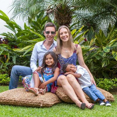 sesion familiar niños pareja casa