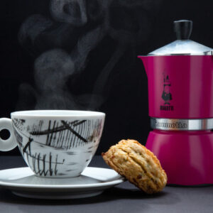 Foto de producto, taza de café caliente humeante, Karla Cordero Photography