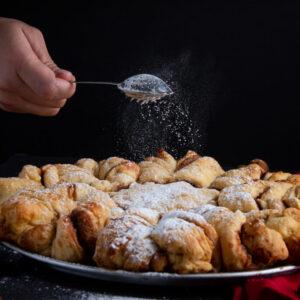 Foto de comida, Pan de canela espolvoreando con azúcar, Karla Cordero Photography